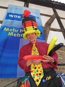 Alex als Ballonzauberkünstler beim WDR-Sommerfest in Detmold.Foto: Robin Jähne